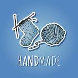 Bawełnianej przędzy piłka i trykotowa skarpeta Handmade logo projekt Ręka rysująca śliczna kreskówki ikona royalty ilustracja