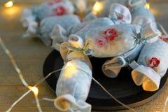 Bawełniany cukierek dla Wewnętrznej dekoraci na łupku z DOWODZONYMI światłami Zdjęcia Royalty Free