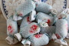 Bawełniany cukierek dla Wewnętrznej dekoraci z antyka talerzem Zdjęcia Stock