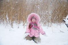 bawić się śnieg Zdjęcie Stock