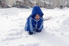 bawić się śnieg obrazy stock