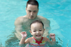 bawić się basenu dziecko ojciec Obraz Stock
