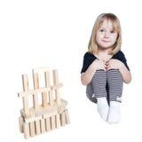 Bawić się elementy szczęśliwy dziecko odosobniony obraz stock