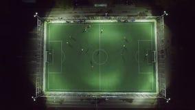 Bawić się futbol przy nocy anteną zdjęcie wideo
