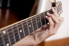 Bawić się Gitarę zdjęcie stock