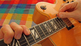 Bawić się gitarę jest mój hobby obrazy royalty free