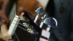 Bawić się gitarę, pobrząka zbiory wideo