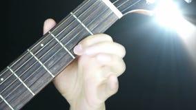 Bawić się gitarę, pobrząka, dyskoteka promienie zaświeca zbiory wideo