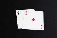Bawić się grzebaka grępluje as na czarnym tle Zdjęcie Royalty Free