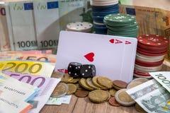 Bawić się kartę, grzebaków układy scaleni, euro rachunki Obrazy Stock