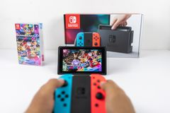 Bawić się Mario Karta Luksusowi 8 w Nintendo zmianie Zdjęcie Stock