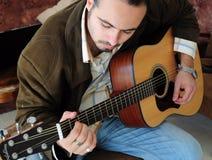 bawić się potomstwa gitara mężczyzna fotografia royalty free