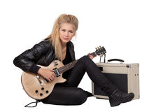 bawić się skałę dziewczyny elektryczna gitara Zdjęcia Royalty Free