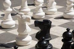 Bawić się szachy na ulicie obraz stock