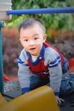 bawić się target243_0_ deskowa Azjata chłopiec Zdjęcie Royalty Free