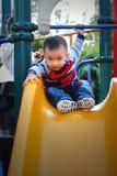 bawić się target717_0_ deskowa Azjata chłopiec Zdjęcie Stock