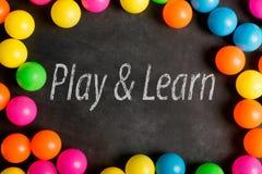 Bawić się tekst na chalkboard i uczy się Zdjęcie Stock