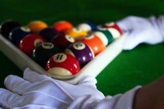 Bawić się, ustanawia snooker piłkę, czerwoną piłkę i piłkę z liczbami, obrazy royalty free