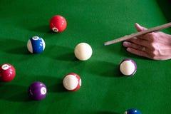 Bawić się, ustanawia snooker piłkę, czerwoną piłkę i piłkę z liczbami, obraz royalty free