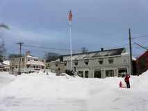 Bawić się w śniegu po burzy Nemo Obrazy Royalty Free