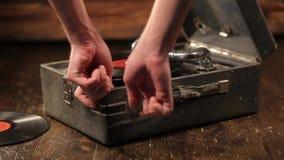 Bawić się winylowych rejestry na retro gramofonie, potefone zbiory wideo