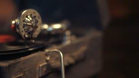 Bawić się winylowych rejestry na retro gramofonie, potefone zdjęcie wideo