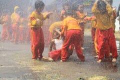 Bawić się Wodnej kiści ogienia Fotografia Stock