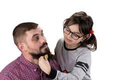bawić się wpólnie córka ojciec Dziewczyna bawić się z jej d Zdjęcie Royalty Free