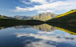 Bawi się górę, jeziorny Piedrafita, Huesca Pyrenees Obraz Royalty Free
