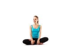 Bawi się sprawności fizycznej kobiety, młoda zdrowa dziewczyna robi ćwiczeniom zdjęcia royalty free