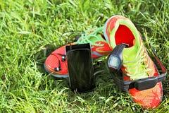 Bawi się zegarek, klatki piersiowej tętno monitor patka, smartphone obrazy stock
