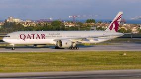 A7-BAX卡塔尔航空,波音777-300 库存照片