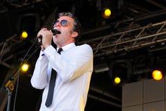Baxter Dury, певица и песенник, выполняет на фестивале звука San Miguel Primavera стоковые фотографии rf