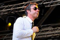 Baxter Dury, певица и песенник, выполняет на фестивале звука San Miguel Primavera стоковое фото rf