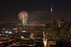 bay bridżowi nad San Francisco fajerwerki Fotografia Royalty Free