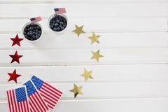 Bayas negras adornadas con tema del 4 de julio Fotografía de archivo