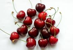 Bayas rojas, cereza, cereza dulce, bayas en el fondo blanco Foto de archivo libre de regalías