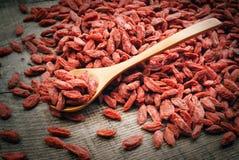 Bayas rojas secas del goji Imagenes de archivo