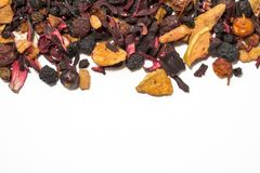 Bayas y frutas secadas Té de la fruta Pedazos coloridos de fruta Visión superior imagen de archivo libre de regalías
