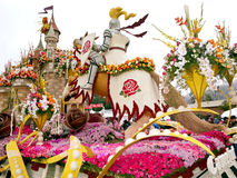 Bayer brachte Rose Parade-Hin- und Herbewegung 2011 voran Lizenzfreie Stockfotografie