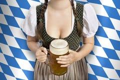 Bayerische Kellnerin Oktoberfest stockbild
