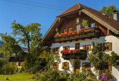 Bayerisches Chalet lizenzfreie stockfotografie