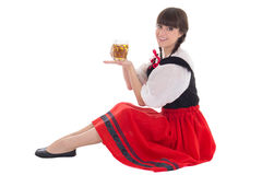 Bayerisches Mädchen, das mit Schale Bier sitzt Lizenzfreies Stockbild