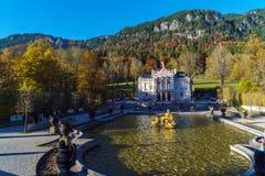 Bayern Tyskland - Oktober 15, 2017: Linderhof slott 1863-188 Fotografering för Bildbyråer