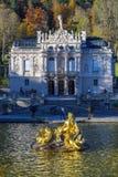 Bayern Tyskland - Oktober 15, 2017: Linderhof slott 1863-188 Arkivbilder
