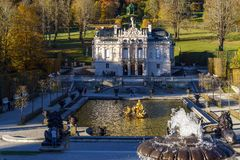 Bayern Tyskland - Oktober 15, 2017: Linderhof slott 1863-188 Arkivbild