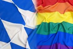 Bayernflagge gegen O'Connell-Monument Dublin Pride Lizenzfreie Stockfotografie