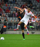 Bayerns Anatoliy Tymoshchuk in duell Royalty Free Stock Images