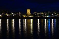 Bayernturm (FrauenMediaTurm) в Кёльне на ноче Стоковая Фотография