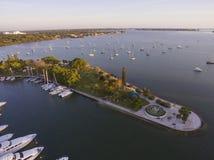 Bayfront-Park, Sarasota FL, mit Segelbooten Lizenzfreie Stockfotos